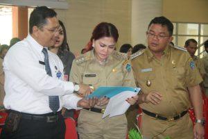 Kepala BNN Sulut memberikan hasil pemeriksaan VAP-JO
