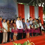 Pertama Kali Sambangi Pemkab Minut, Jokowi Serahkan 1081 Sertifikat Prona