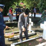 Hari Pahlawan, Pemprov Tabur Bunga di Makam Pahlawan