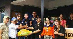 Keluarga Besar KBPP-Polri memberikan sumbangan untuk korban bencana banjirndi Bitung.