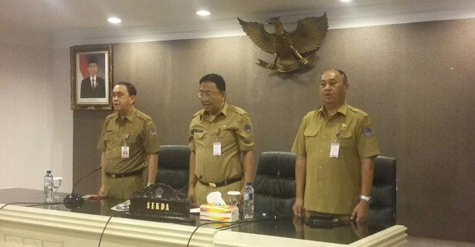 Sekretaris Provinsi Sulawesi Utara Edwin Silangen, MS yang didampingi oleh Asisten II Perekonomian dan Pembangunan Rudy Mokoginta dan Asisten III Administrasi Umum Roy O Roring membuka Bimbingan Teknis Penyusunan Laporan Penyelenggaraan Pemerintah Daerah Provinsi Sulawesi Utara Tahun 2016.