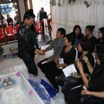Ibunda Camat Wanea 'Berpulang', Walikota GSVL Melayat Kerumah Duka