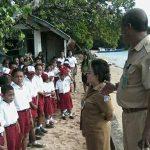 Pantau Kegiatan Belajar Mengajar di Kepulauan, Lumowa Arungi Lautan