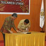 Gubernur Olly Hadiri Penandatanganan dan Penyerahan LKPD