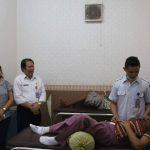 Peduli Warga yang Sakit, GSVL Tugaskan Kadis Kesehatan Antar Pasutri ke Rumah Sakit