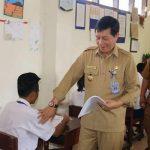 Tinjau Pelaksanaan Ujian Nasioanal SMP, Walikota GSVL Beri Motivasi