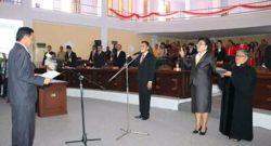 Pengambilan sumpah dua anggota DPRD Kabupaten Minut Wilem Katuuk, SH MH dan Sonja Nanalis oleh Ketua DPRD Kabupaten Minut.
