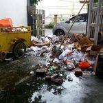 """Tumpukan Sampah """"Tabiar"""" Di Gedung DPRD"""