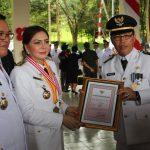 Camat Talawaan Dapat Penghargaan Khusus Dari Bupati VAP
