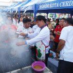 Food Festival Manado Fiesta 2017, Walikota GSVL angkat kipas Ikut Bakar Ikan
