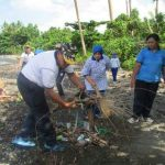 Hargai Kebersihan Lingkungan, Danlanal Pimpin Bersih-Bersih Pantai