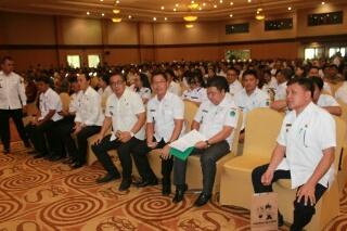 Para tamu yang terdiri atas kepala SKPD, Camat, Lurah/Hukumtua dan undangan lainnya.