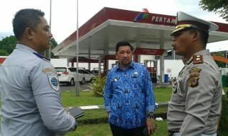 Wawali Mor saat berdiskusi dengan Kadishub M.Sofyan dan Sat lantas Polres Manado.
