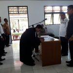 Makanaung Lantik 3 Kaling dan 7 Ketua RT Kelurahan Kolongan Akengbawi