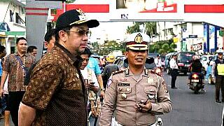 Berdiskusi dengan Kasatlantas Polres Manado Kompol M.Aritonang.