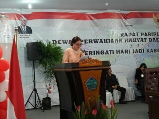 Bupati Minut Vonnie A Panambunan saat membawakan sambutan di depan Rapat Paripurna Istimewa DPRD Minut.