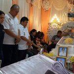 Melayat Alm Adrianus Padoma. VAP: Pemerintah dan Masyarakat Minut turut berduka cita