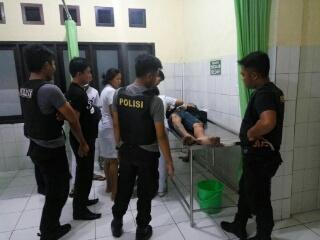 YR (pelaku) saat dibawa ke Rumah Sakit.