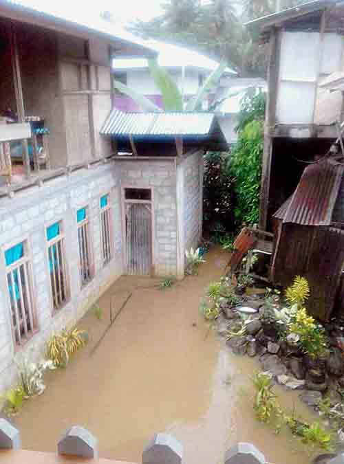 Rumah warga yang terendam banjir.