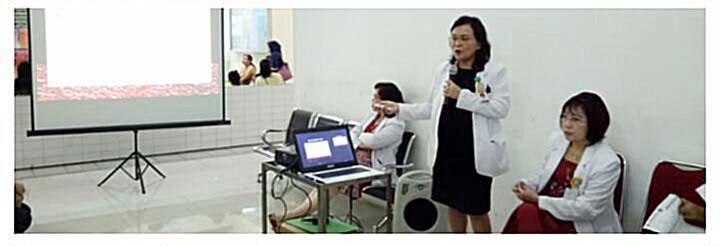 Prof dr Linda Rotty SpPD-KHOM (berdiri) saat membawakan materi penyuluhan.