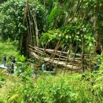 Pertaruhkan Nyawa, Pelajar Kampung Aha Patung Lewati Jembatan Bambu Lapuk