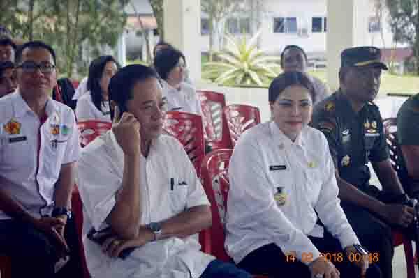 Bupati VAP didampingi Ketua DRPD Minut Berty Kapojos dan Dandim 1309/Minut Letkol Arif Harianto.