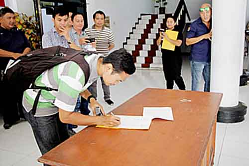 Wartawan Sulutaktual.com ikut menandatangani deklarasi.