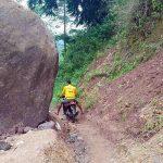Terhalang Batu Ratusan Ton, Warga Minta Perhatian Jalan Sowaeng-Batunderang