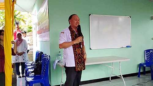 Sekretaris Daerah Ir Jemmy H Kuhu MA saat meberikan sedikit penjelasan kepada masyarakat Desa Tatelu Minut.
