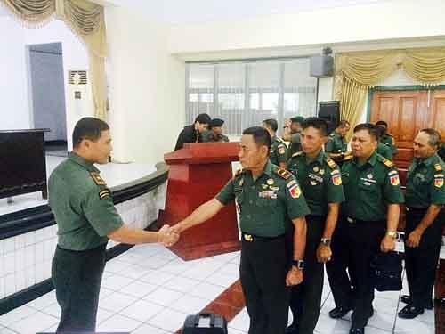 Para Danramil mendapat wejangan langsung dari Danrem 131/Santiago Brigjen TNI Joseph Robert Giri SIP MSi.