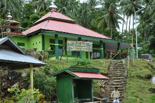 Masjid Al Ikhlas usai direhap oleh Satgas TMMD 101 dan warga setempat.