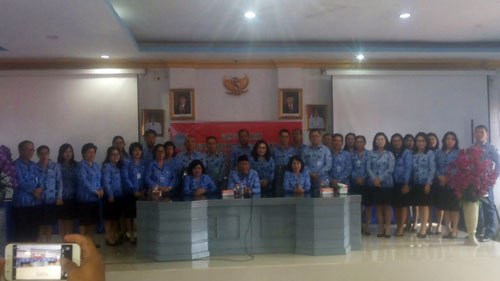 Sekprov, Kepala BKD, dan Kadis Kesehatan, bersama para pejabat administrator dan Direktur RS lingkup Dinkes Sulut.