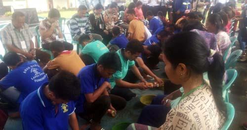 Prosesi pembasuhan kaki yang diikuti 26 anak didik LPKA Kelas II Tomohon, Selasa (17/4/2018).