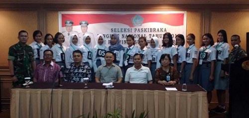 Peserta putri bersama Staf Khusus Gubernur, tim penilai, dan penyelenggara.