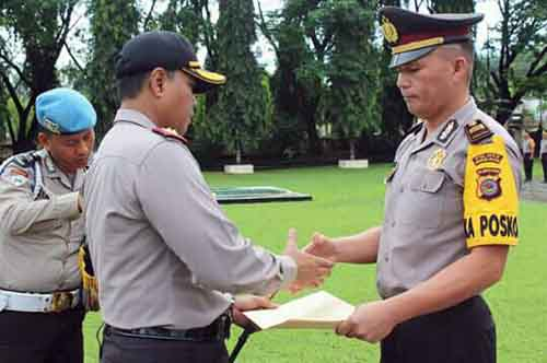 Pemberian penghargaan kepada personil berprestasi oleh Kapolres Minsel AKBP FX. Winardi Prabowo, SIK.