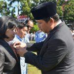 Presiden Jokowi Anugerahi Dokter Debie Kalalo Satyalancana Karya Satya 20 Tahun
