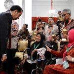 Cerita Haru Penerima KIS di Depan Presiden Jokowi