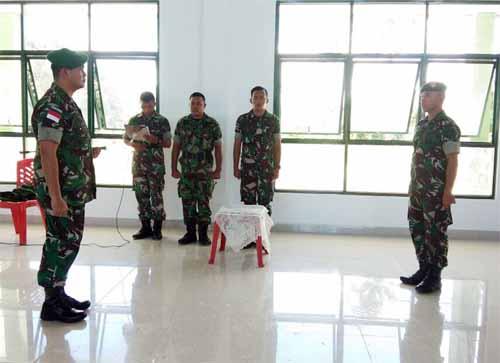Dandim 1312/Talaud Letkol Arm Gregorius Eka Setiawan (kiri) memimpin upacara pembukaan Latnister 2018.