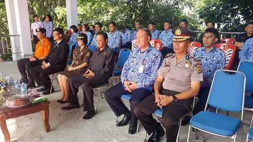 Sekda Minut Jimmy Kuhu sedang mengikuti acara peringatan Harkitnas ke 110 di Kabupaten Minut.