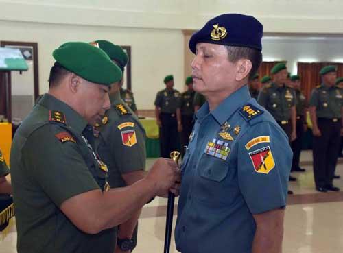 Pangdam melantik Letkol Laut (PM) Gokdin Gultom sebagai Perwira LO TNI AL Kodam XIII/Merdeka.