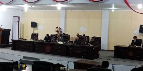 Suasana rapat Paripurna penyampaian Laporan Keterangan Pertanggung Jawaban (LKPJ Bupati Minahasa Utara(Minut) tahun 2017 dipimpin oleh ketua DPRD Minut Berti kapoyos.