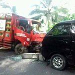Hilang Kendali, Suzuki Carry Vs Truck
