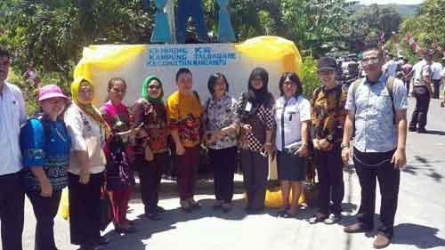 Tim BKKBN Sulut di Kampung KB Taloarane.