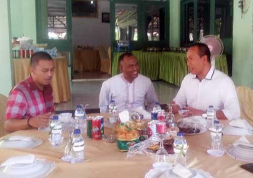 Dandim Arif bersama Kapolres Manado Kombes Pol FX Surya Kumara (kanan) dan Kapolsek Wenang Kompol Saiful Wachid (kiri).