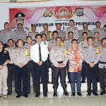 Motivator Nasional Paulus Winarto Suntikan Motivasi Kerja Pelayanan Untuk Jajaran Polres Minsel