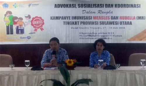 Kabid P2P Dinkes Sulut dr Steaven Dandel MPH (kiri) memimpin pertemuan koordinasi Imunisasi MR.