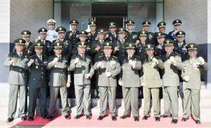 Pangdam XIII/Merdeka Mayjen TNI Tiopan Aritonang (tengah barisan depan) bersama para perwira menengah jajaran Kodam XIII/Merdeka.