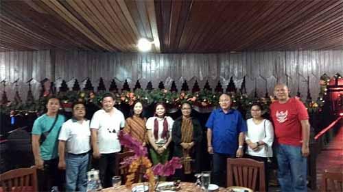Foto bersama Menteri PP dan PA Yohana Yembise dengan Bupati VAP beserta jajaran pemerintah daerah Kabupaten Minut.
