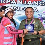 Kodam XIII/Merdeka Diganjar Medali Rekor Dunia Menyelam Massal Wanita