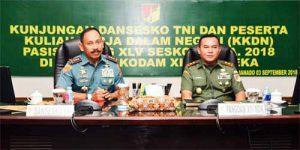 Dansesko TNI Letjen TNI (Mar) RM Trusono S.Mn (kiri) dan Pangdam XIII/Merdeka Mayjen TNI Tiopan Aritonang.